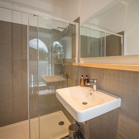 Raasay Distillery Whisky Hotel Ensuite
